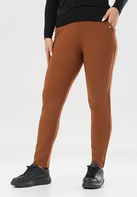 Brązowe spodnie materiałowe Born2be