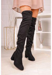 Casu - Czarne kozaki muszkieterki za kolano na szerokim słupku z frędzlami casu g19x33/b. Wysokość cholewki: za kolano. Kolor: czarny. Obcas: na słupku