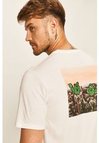 Biały t-shirt Levi's® biznesowy, z aplikacjami, na spotkanie biznesowe