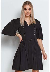 Makadamia - Rozkloszowana Sukienka z Metalowymi Dżetami - Czarna. Kolor: czarny. Materiał: wiskoza