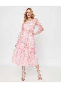 NEEDLE & THREAD - Długa tiulowa sukienka Delphine. Okazja: na imprezę. Kolor: różowy, wielokolorowy, fioletowy. Materiał: tiul. Długość rękawa: długi rękaw. Wzór: kwiaty, aplikacja, nadruk. Styl: wizytowy. Długość: maxi