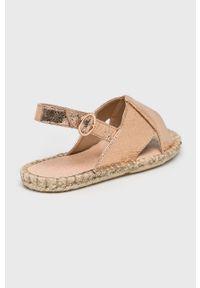 Różowe sandały Truffle Collection na klamry