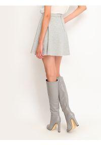 Szara spódnica TOP SECRET w kolorowe wzory, na zimę