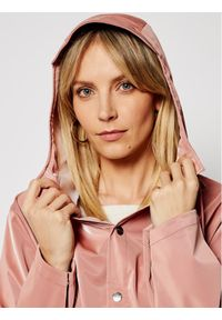 Różowa kurtka przeciwdeszczowa Rains na co dzień, casualowa