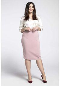 Różowa spódnica ołówkowa Nommo plus size