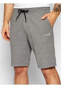 Calvin Klein Szorty sportowe Small Logo K10K107142 Szary Regular Fit. Kolor: szary