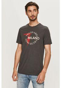Szary t-shirt Trussardi Jeans na co dzień, z okrągłym kołnierzem, z nadrukiem