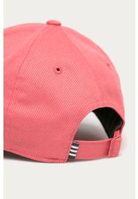 Różowa czapka z daszkiem adidas Performance z aplikacjami