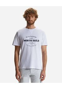 North Sails - NORTH SAILS - Biały t-shirt z ozdobnym haftem. Kolor: biały. Materiał: bawełna. Wzór: haft