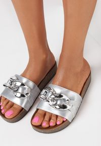 Born2be - Srebrne Klapki Nixishia. Nosek buta: okrągły. Kolor: srebrny. Materiał: guma. Styl: klasyczny