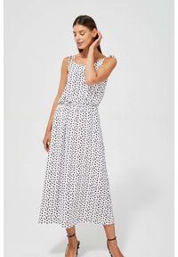 MOODO - Sukienka na ramiączkach z nadrukiem. Okazja: na co dzień, na plażę. Materiał: poliester, guma. Długość rękawa: na ramiączkach. Wzór: nadruk. Typ sukienki: proste, z odkrytymi ramionami. Styl: casual