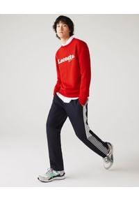 Lacoste - LACOSTE - Bawełniana bluza z logo. Okazja: na co dzień. Kolor: czerwony. Materiał: bawełna. Długość rękawa: długi rękaw. Długość: długie. Wzór: haft. Styl: sportowy, casual, klasyczny