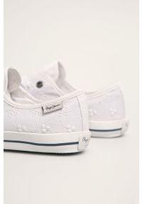 Białe tenisówki Pepe Jeans z cholewką, na średnim obcasie