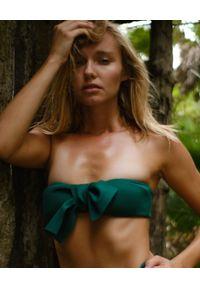 SUSAN SWIMWEAR - Góra od bikini Bow Green. Kolor: zielony. Materiał: tkanina, satyna. Wzór: aplikacja