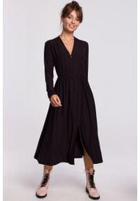 e-margeritka - Sukienka midi rozkloszowana z dekoltem V czarna - 38. Typ kołnierza: dekolt w serek. Kolor: czarny. Materiał: dzianina, materiał, poliester, bawełna, elastan. Styl: elegancki. Długość: midi