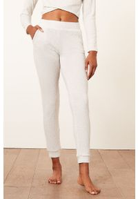 Etam - Spodnie piżamowe Cael. Kolor: beżowy. Materiał: poliester