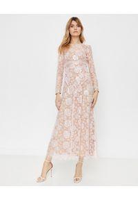 SELF PORTRAIT - Koronkowa sukienka maxi. Okazja: na komunię. Kolor: różowy, wielokolorowy, fioletowy. Materiał: koronka. Wzór: koronka, ażurowy. Typ sukienki: dopasowane. Styl: wizytowy, klasyczny. Długość: maxi