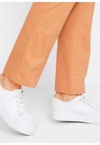 Brązowe spodnie bonprix w prążki