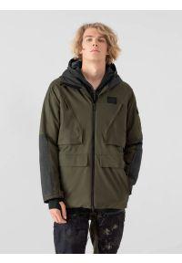 4f - Kurtka snowboardowa membrana 10 000 męska. Typ kołnierza: kaptur. Kolor: oliwkowy, brązowy, wielokolorowy. Materiał: puch, materiał, syntetyk. Sezon: zima. Sport: snowboard