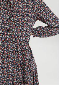 Born2be - Czarna Sukienka Amylia. Kolor: czarny. Długość rękawa: długi rękaw. Wzór: kwiaty. Typ sukienki: proste. Styl: klasyczny. Długość: maxi