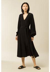 IVY & OAK - Sukienka Dionne. Kolor: czarny. Materiał: materiał. Długość rękawa: długi rękaw. Typ sukienki: rozkloszowane
