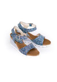 Zapato - sandałki na koturnie - skóra naturalna - model 346 - kolor mozaika. Okazja: na co dzień. Materiał: skóra. Wzór: nadruk, kolorowy. Sezon: lato. Obcas: na koturnie. Styl: klasyczny, boho, casual