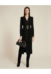 Luisa Spagnoli - LUISA SPAGNOLI - Czarna sukienka ze złoconymi guzikami Marciana. Typ kołnierza: dekolt w kształcie V. Kolor: czarny. Materiał: wełna. Długość rękawa: długi rękaw. Wzór: aplikacja. Typ sukienki: dopasowane. Długość: midi