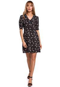 e-margeritka - Sukienka taliowana rozkloszowana w kwiaty - 2xl. Materiał: wiskoza, materiał. Wzór: kwiaty. Typ sukienki: dopasowane. Długość: mini