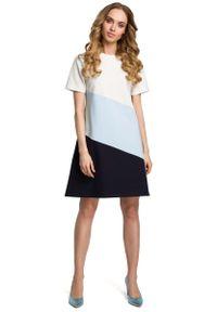 MOE - Biało Błękitna Szara Dziewczęca Trapezowa Sukienka z Przodem w Pasy. Kolor: szary, biały, niebieski, wielokolorowy. Materiał: elastan, bawełna. Typ sukienki: trapezowe