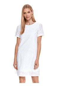 TOP SECRET - Biała sukienka o luźnym kroju z falbanką. Okazja: do pracy, na imprezę. Kolor: biały. Materiał: bawełna, tkanina. Długość rękawa: krótki rękaw. Sezon: lato. Styl: elegancki