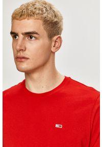 Tommy Jeans - T-shirt. Kolor: czerwony. Materiał: bawełna, dzianina. Wzór: gładki