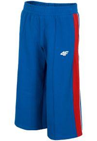 Niebieskie spodnie dresowe 4f krótkie