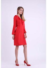 Nommo - Czerwona Wizytowa Sukienka z Falbanką przy Dekolcie V. Kolor: czerwony. Materiał: wiskoza, poliester. Wzór: kwiaty. Styl: wizytowy