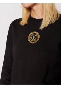 Versace Jeans Couture Bluza V-Emblem Foil 71HAIT03 Czarny Regular Fit. Typ kołnierza: kołnierzyk włoski. Kolor: czarny