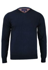 Niebieski sweter Adriano Guinari z dekoltem w serek, elegancki, na spotkanie biznesowe