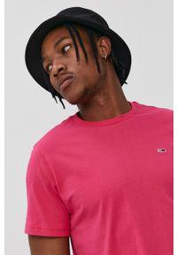 Tommy Jeans - T-shirt. Kolor: fioletowy. Materiał: bawełna, dzianina. Wzór: gładki