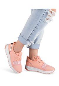 Buty sportowe damskie Ideal Shoes X-9703 Różowe. Kolor: różowy. Materiał: tworzywo sztuczne, materiał. Obcas: na obcasie. Wysokość obcasa: niski. Sport: turystyka piesza