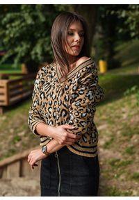 Brązowy sweter Fanaberia.com na jesień, z dekoltem w serek