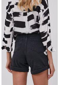 Answear Lab - Szorty jeansowe. Stan: podwyższony. Kolor: czarny. Materiał: jeans. Wzór: gładki. Styl: wakacyjny