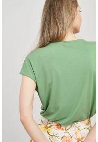 Marie Zélie - Bluzka Kordelia zieleń wiosenna krótki rękaw. Materiał: wiskoza, skóra, materiał, elastan. Długość rękawa: krótki rękaw. Długość: krótkie. Sezon: wiosna