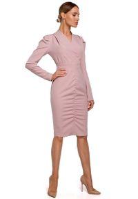 MOE - Ołówkowa Sukienka z Marszczeniem na Spódnicy - Pudrowa. Materiał: poliester, elastan. Typ sukienki: ołówkowe