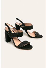 Czarne sandały ANSWEAR na klamry