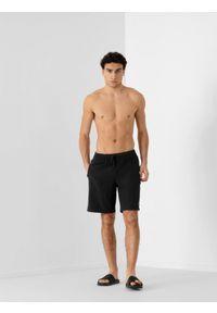 4f - Szorty plażowe męskie. Okazja: na plażę. Kolor: czarny. Materiał: tkanina, włókno. Sezon: lato