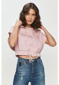 Różowa bluza Guess casualowa, z aplikacjami, z kapturem