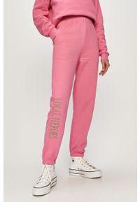 Różowe spodnie dresowe Local Heroes z aplikacjami