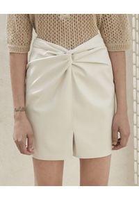 NANUSHKA - Biała spódnica ze skóry wegańskiej Milo. Okazja: do pracy, na co dzień. Kolor: biały. Materiał: skóra. Styl: casual