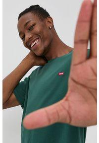 Levi's® - Levi's - T-shirt bawełniany. Okazja: na co dzień, na spotkanie biznesowe. Kolor: zielony. Materiał: bawełna. Wzór: gładki. Styl: biznesowy, casual