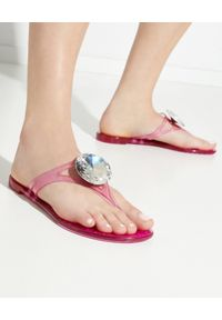 Casadei - CASADEI - Różowe sandały z kryształem. Nosek buta: okrągły. Kolor: różowy, wielokolorowy, fioletowy. Wzór: napisy, aplikacja