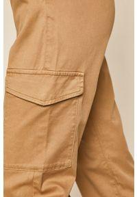 Beżowe spodnie materiałowe medicine