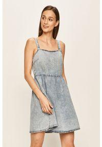 Niebieska sukienka Vila prosta, mini, na ramiączkach